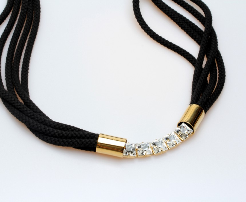 CORD NECKLACE WITH CRYSTALS