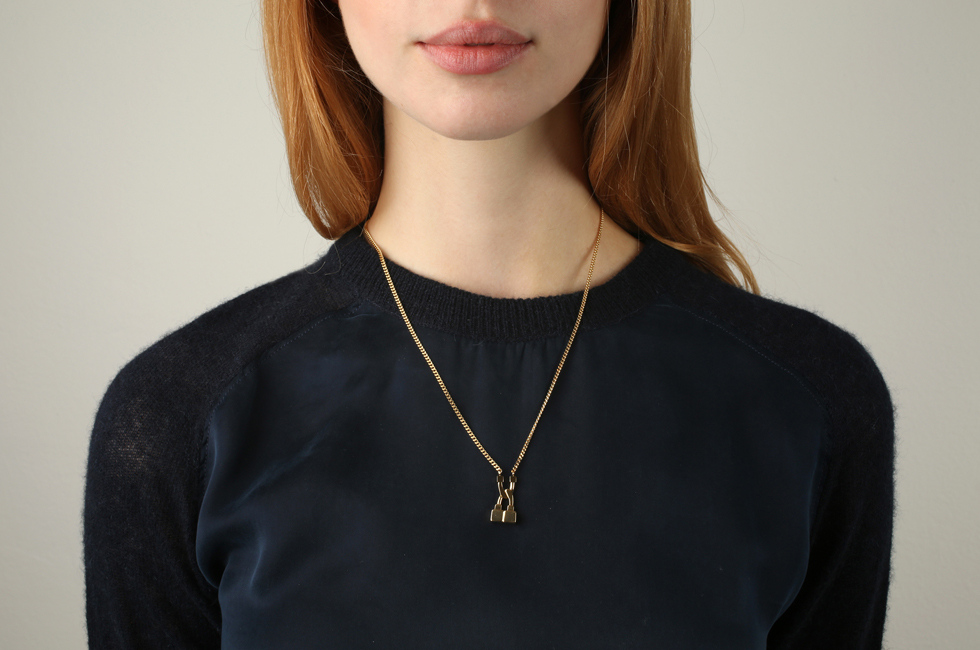 Curb necklace with small lock