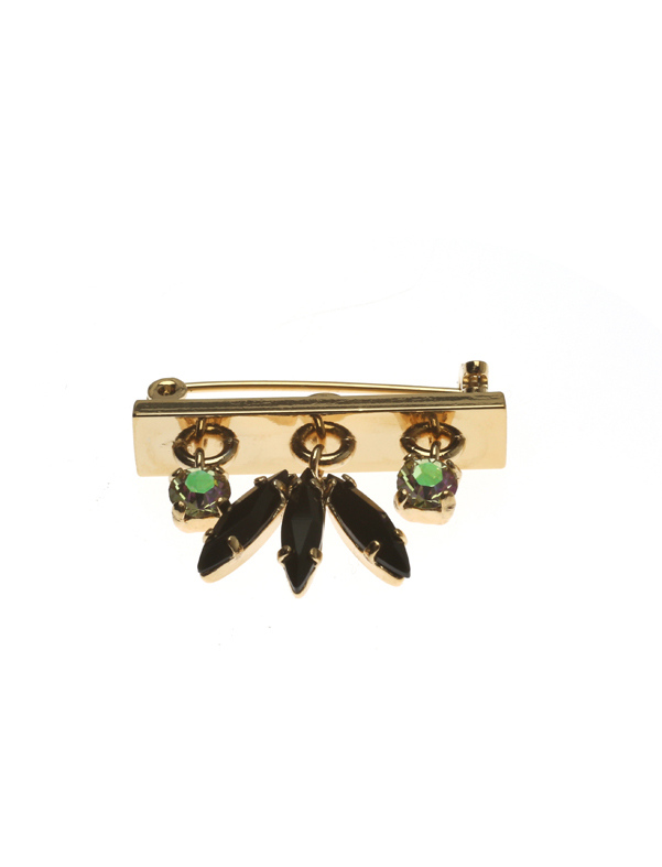 Broach with fluttering feather set