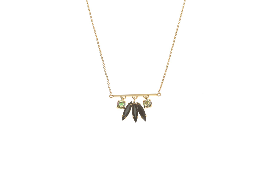 Fine necklace with fluttering feather set