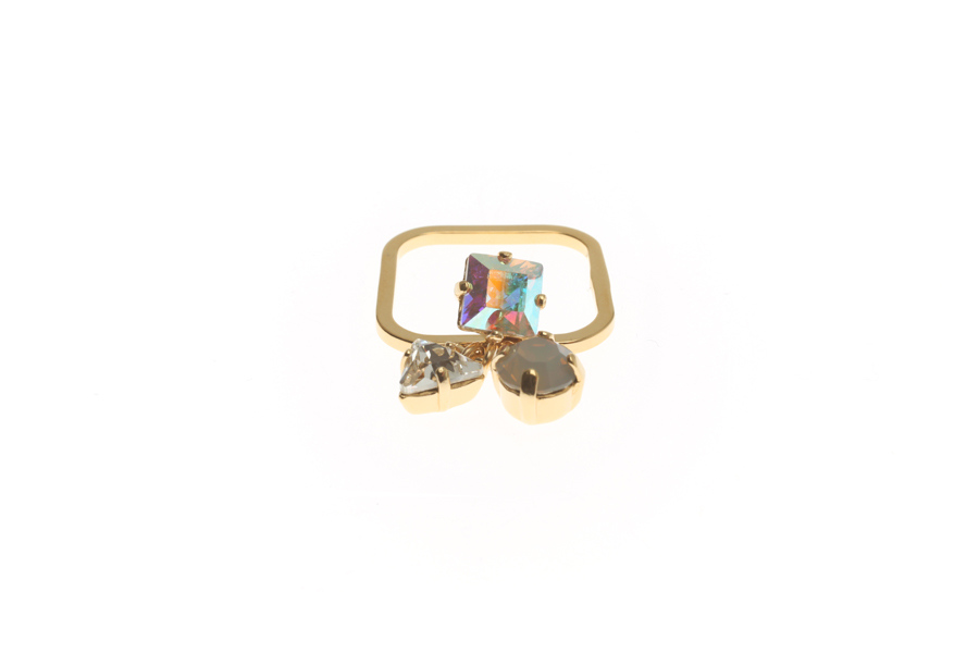 Superfine ring with fluttering crystals
