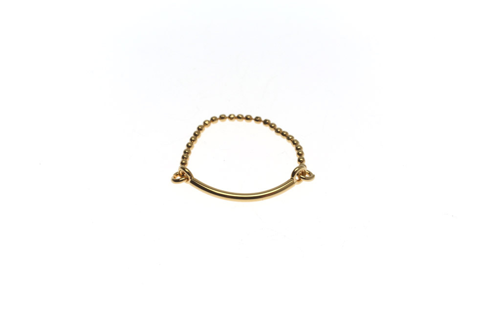 Fine ring with curbed pearls