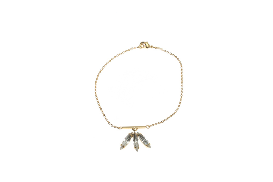 Fine bracelet with fluttering feathers