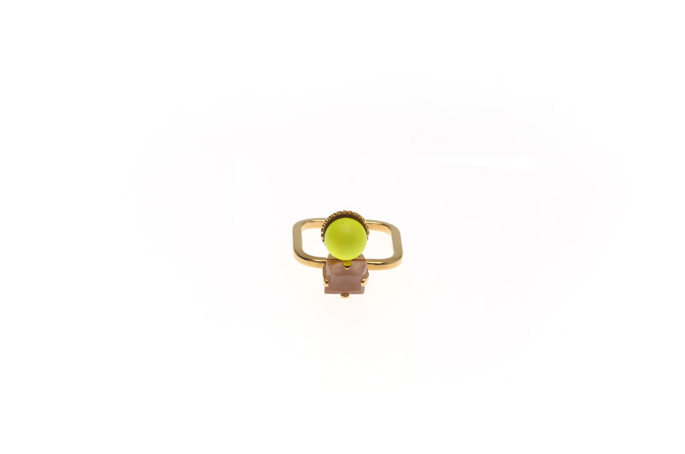 Superfine Ring With Small Pearl and Carre