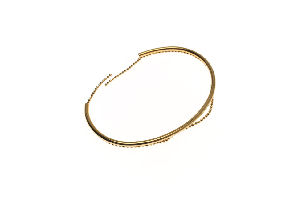 Oval bangle with pearl drop chain