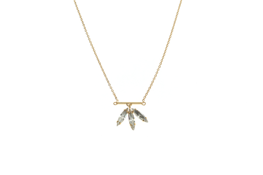 Fine necklace with fluttering feathers
