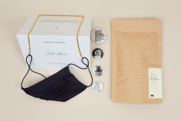 Christmas Box N°1 with Silkmask and Goldchain