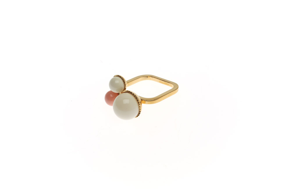 Fine Ring With Pearl Trio