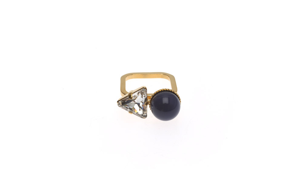 Fine ring with Pearl and Triangle