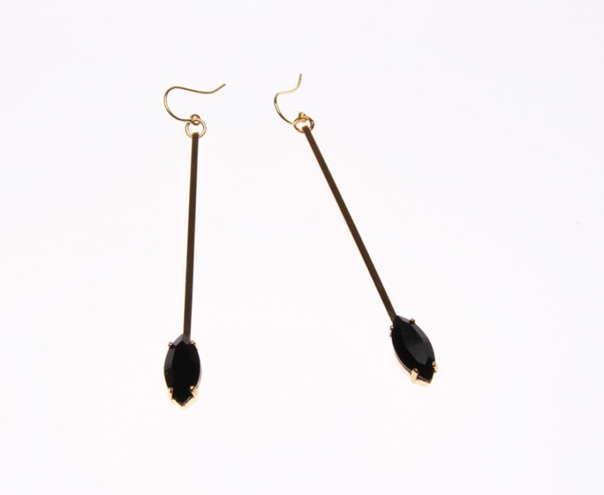 DROP EARRINGS WITH LEAVE PENDANT