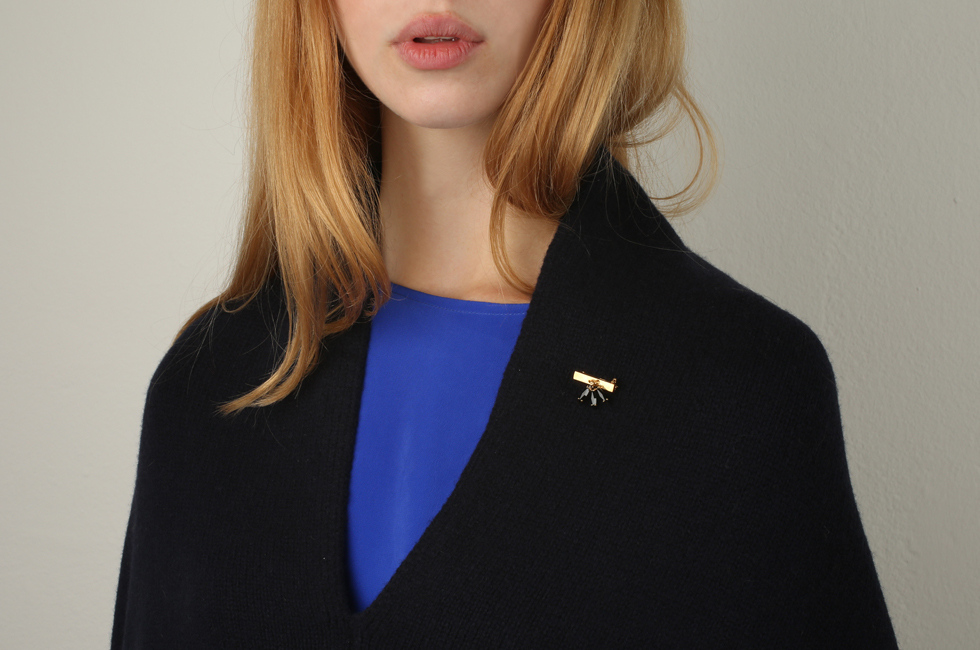 Small broach with fluttering feather