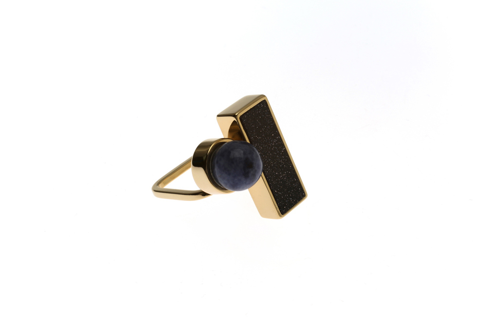 Fine ring with rectangular and pearl