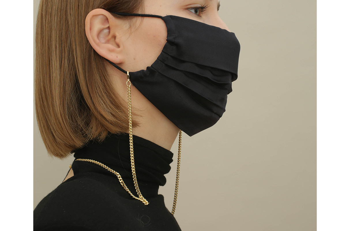 SILK MASK with chain medium gold