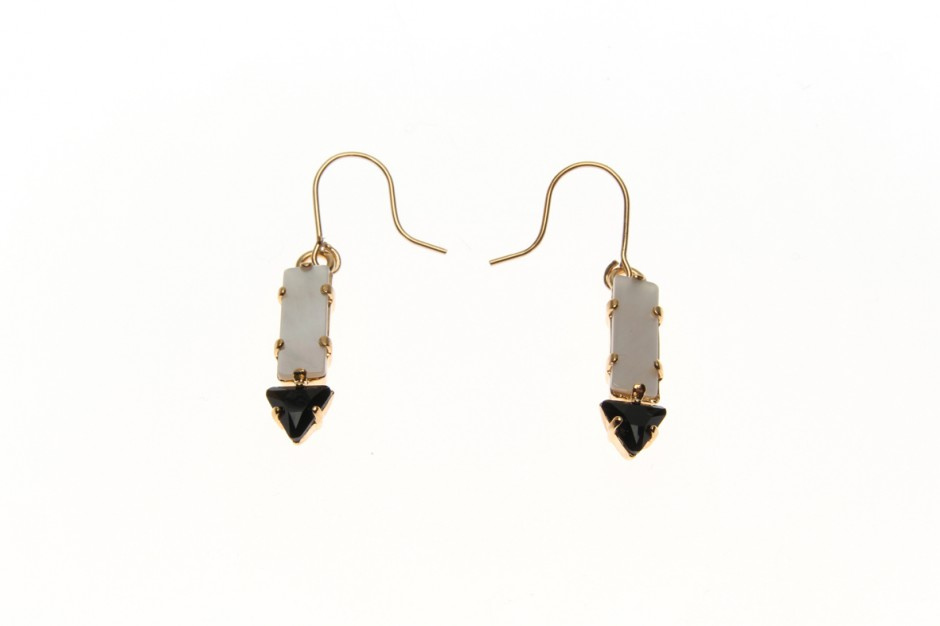 Earrings with small dart
