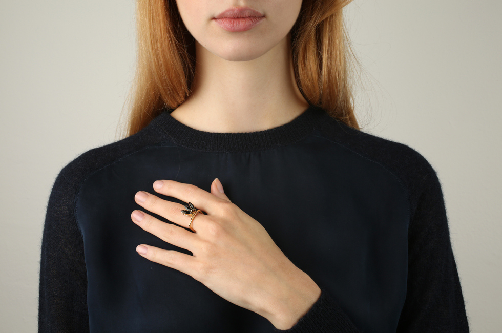 Superfine ring with fluttering feather double