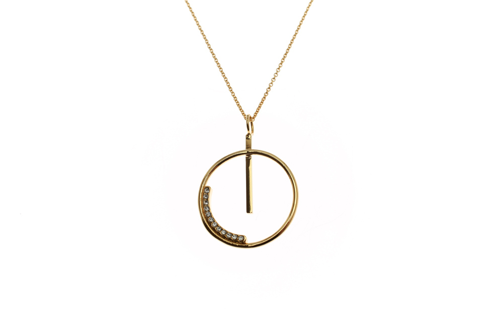 Necklace with big Crystallized Aspiration Circle